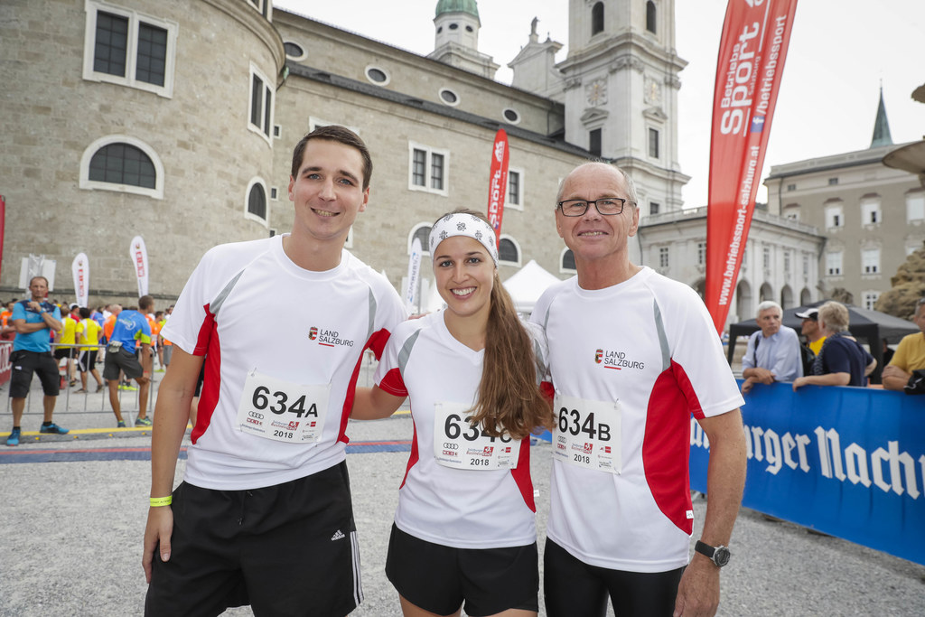 LH-Stv. Christian Stöckl mit Dominik Fenninger-Sippel und Anna Ramsl, drei von 2..