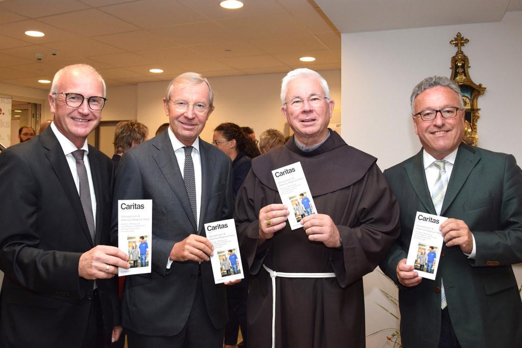 Albertus-Magnus-Haus feierlich eröffnet: Caritas Direktor Johannes Dines, LH Wil..