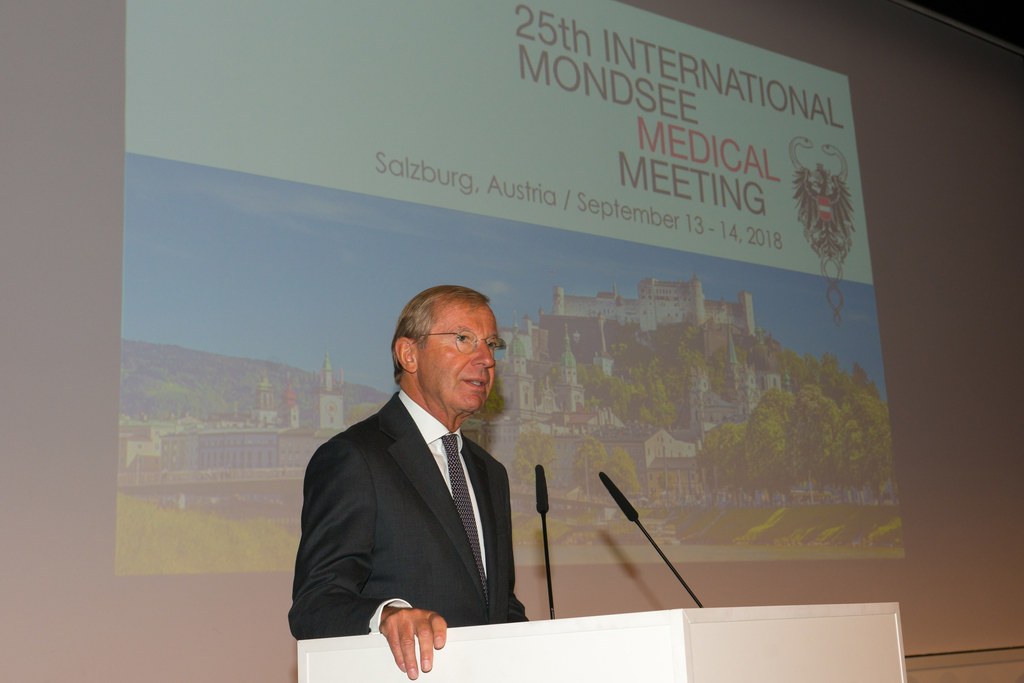 Landeshauptmann Wilfried Haslauer beim Internationalen Neurologenkongress.