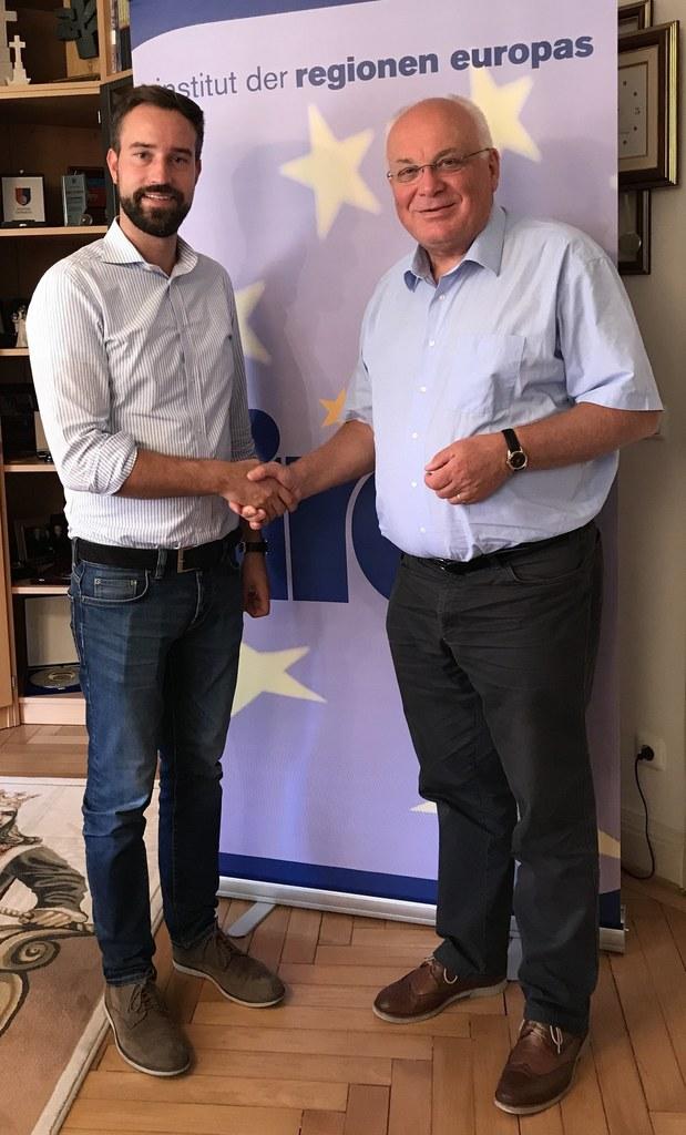 Landesrat Stefan Schnöll besuchte das Institut der Regionen Europas (IRE), hier im Bild mit dem IRE-Vorstandsvorsitzenden Franz Schausberger.