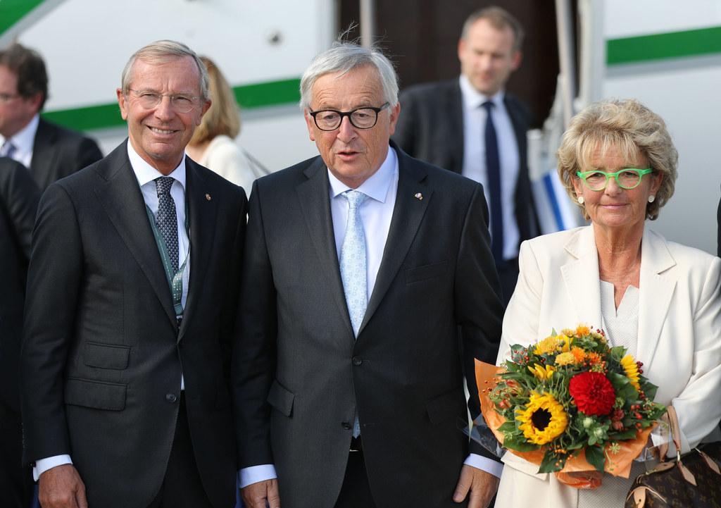 Landeshauptmann Wilfried Haslauer bei der Begrüßung von Jean-Claude Juncker und ..