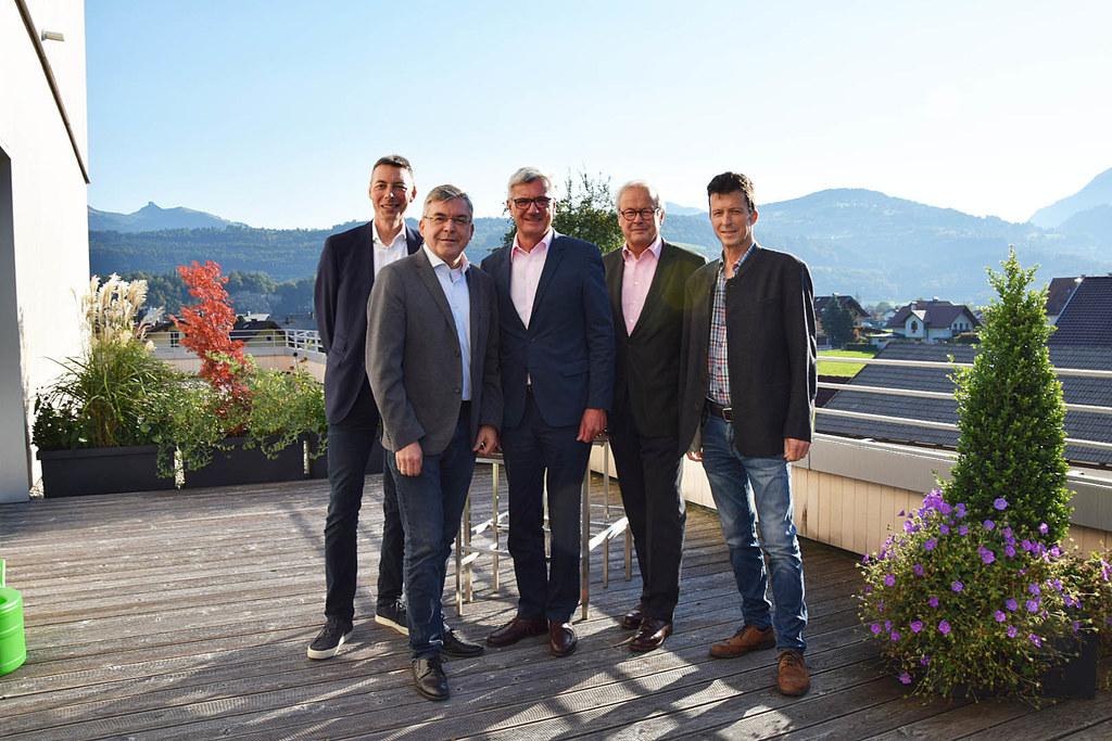 Landesrat Josef Schwaiger (2.v.li.) mit den Geschäftsführern und Obmännern der b..