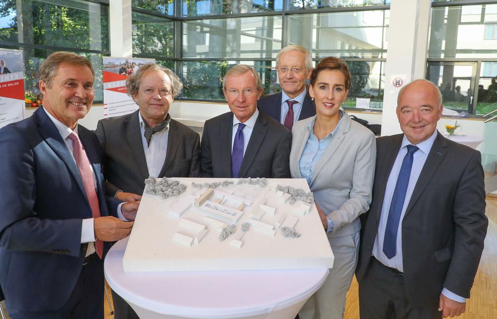 Präsentation der Pläne zum Ausbau der Tourismusschulen in Salzburg-Klessheim, im..