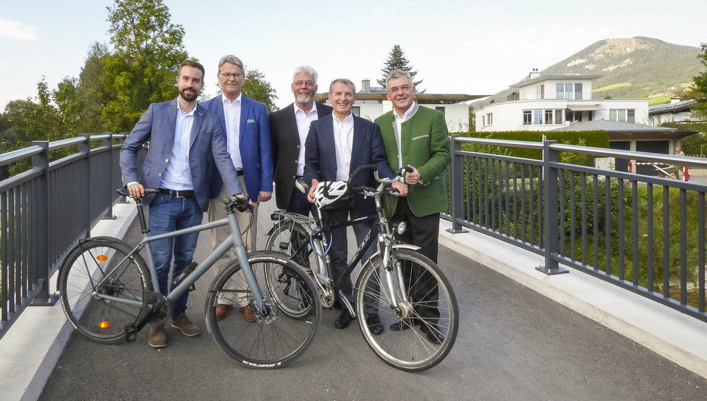 Die neue Radbrücke in Elsbethen ist eröffnet, im Bild: Landesrat Stefan Schnöll,..