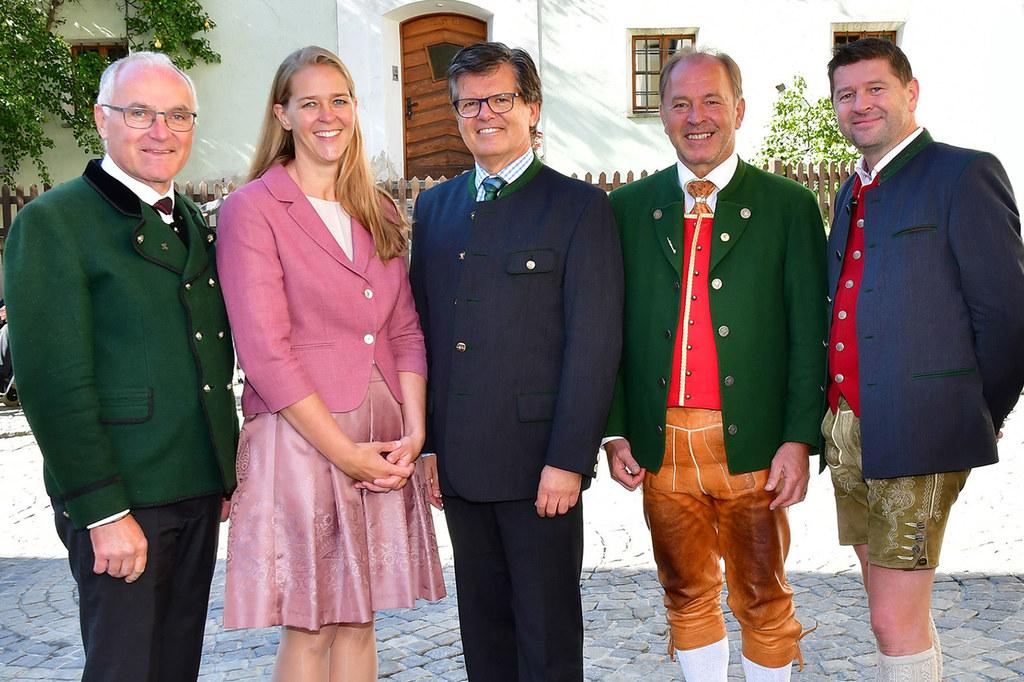Landesrätin Andrea Klambauer bei der Eröffnung der Bildungswoche. Im Bild mit De..