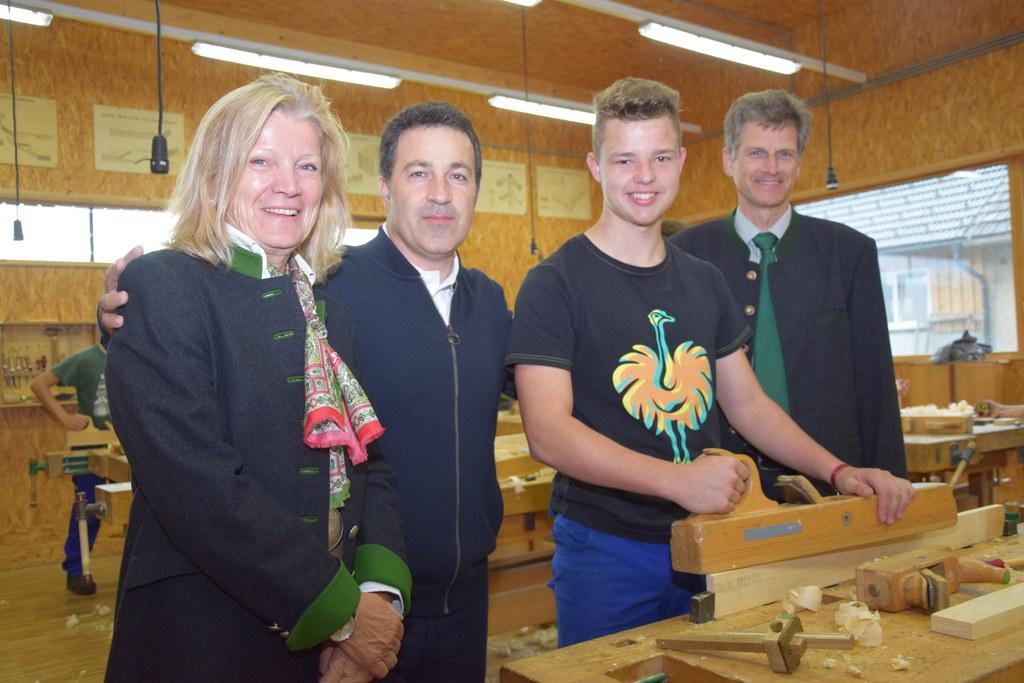 Der albanische LW-Minister Niko Peleshi besuchte die Landwirtschaftliche Fachsch..