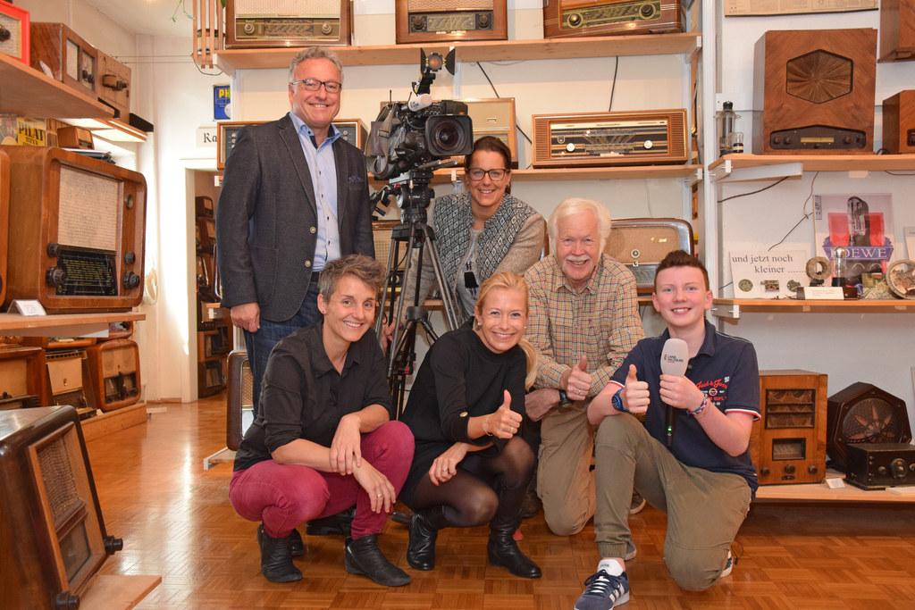 Der junge Filmemacher, Georg Neuberger (13), durfte bei Dreharbeiten LH-Stv. Hei..