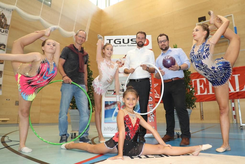 Landesrat Stefan Schnöll bei den Teilnehmern des 3. Sissi Cup der Rhytmischen Gy..