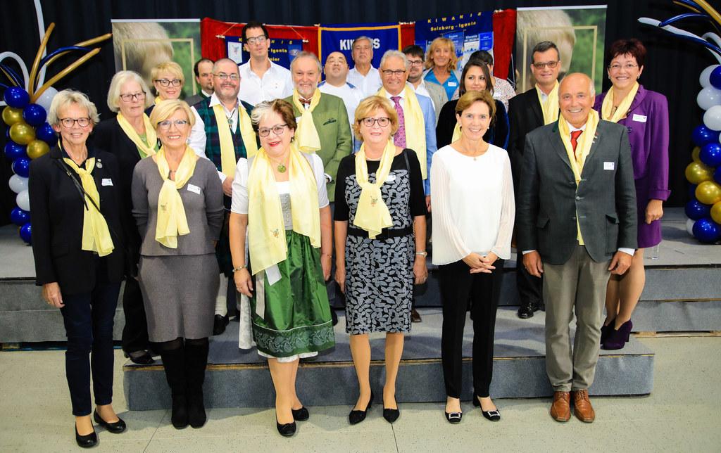 10-Jahr-Jubiläum Kiwanis Club Salzburg, Gruppenfoto mit Landtagspräsidentin Brig..