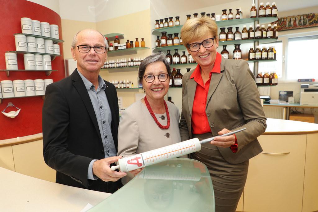 Impfaktion in Salzburg: LH-Stv. Christian Stöckl, Heidelinde Neumann (Direktorin..
