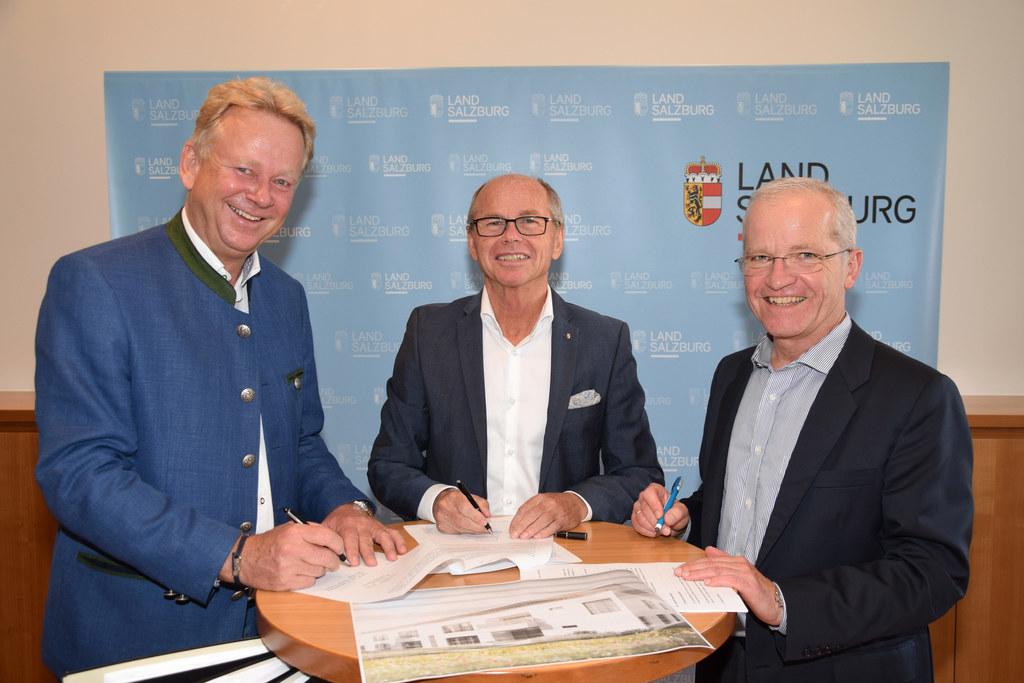 LH-Stv. Christian Stöckl und die Vorstandsdirektoren Markus Sturm sowie Josef Tr..