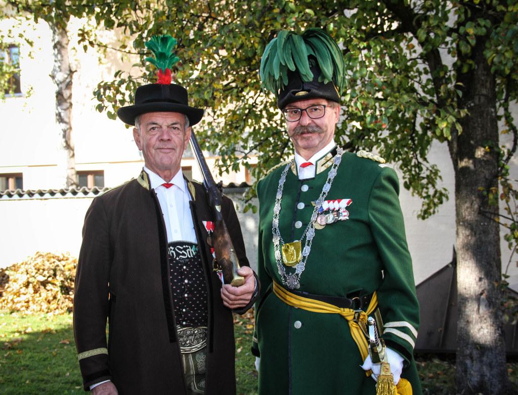 Die St. Johanner Bauernschützen Jakob Kranabetter (Feldwebel) und Franz Riepler ..