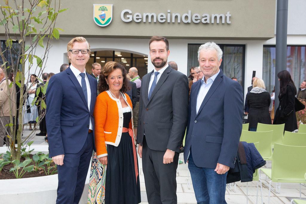 Eröffnung Gemeindeamt Thalgau, im Bild: Bgm. Johann Grubinger, Vize-Bgm. Antonia..
