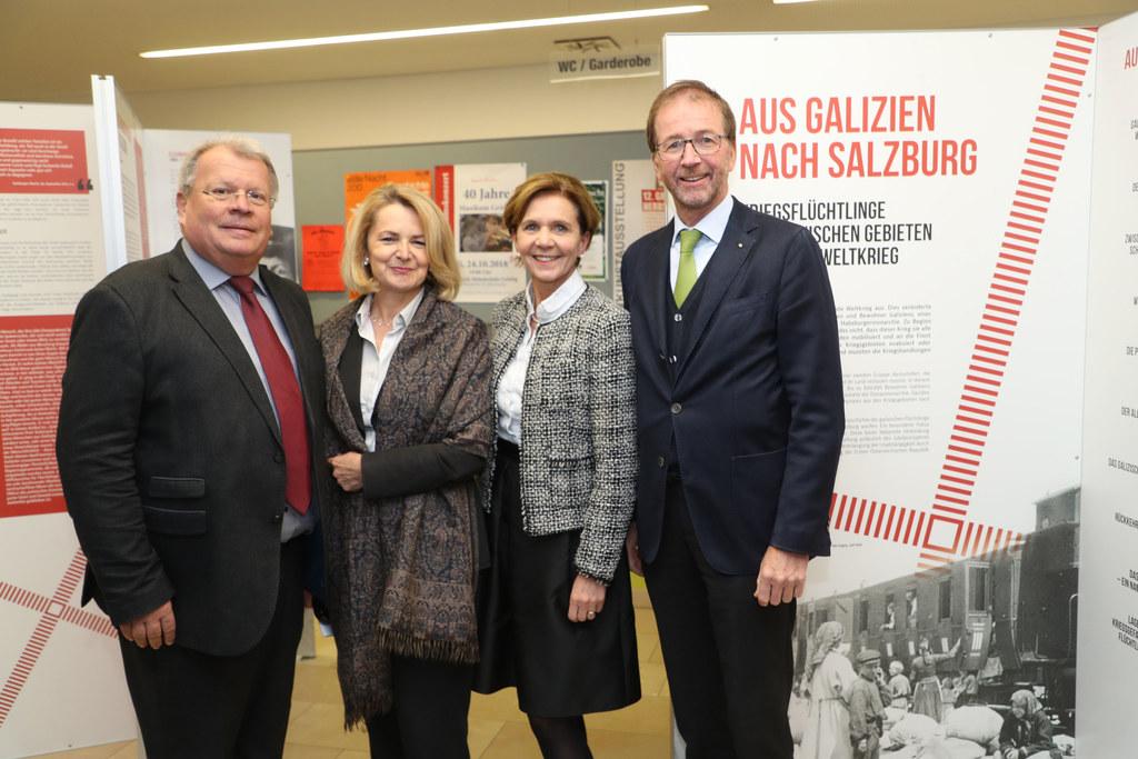Landtagspräsidentin Brigitta Pallauf (2.v.re.), Bürgermeister Richard Hemetsberg..