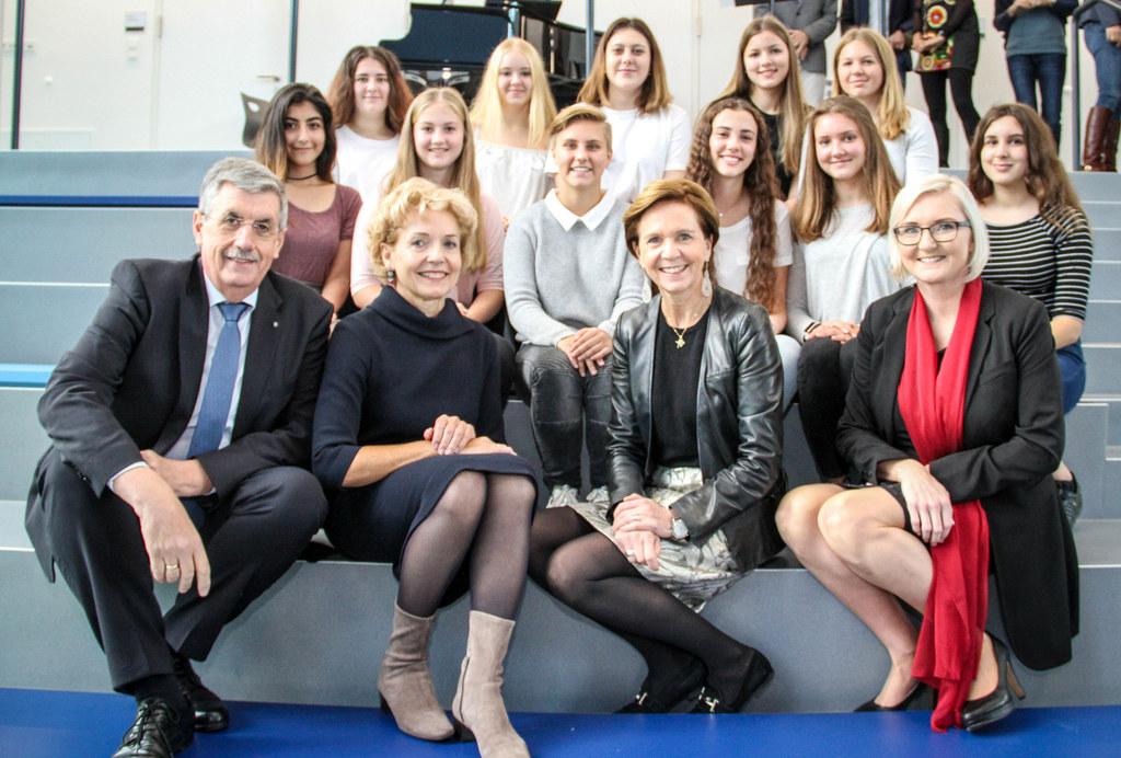 Landtagspräsidentin Brigitta Pallauf bei der Eröffnung des neuen BORG in Oberndo..