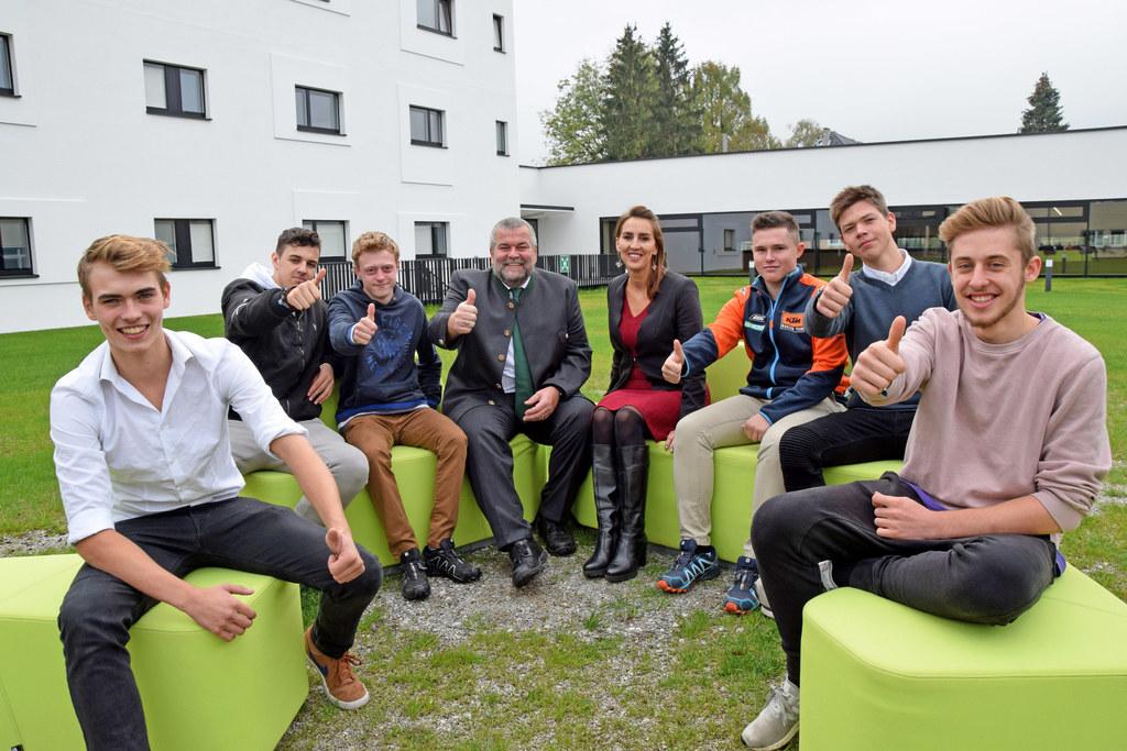 Lehrlinge freuen sich über das neue Landesberufsschulheim Walserfeld, im Bild: H..