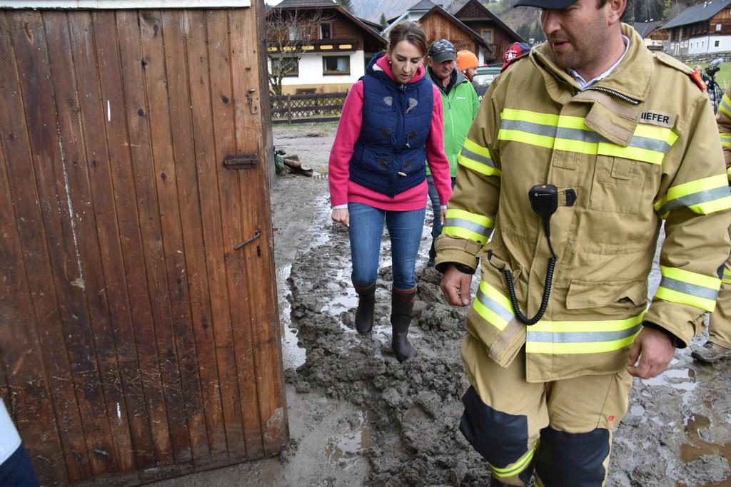 LR Maria Hutter machte sich am Dienstag im Lungau ein Bild von der Lage.