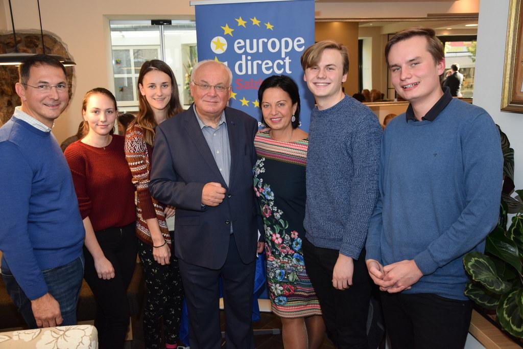 Flachgauer Schüler diskutierten in Neumarkt beim Europa-Café mit Bgm. Adi Rieger..