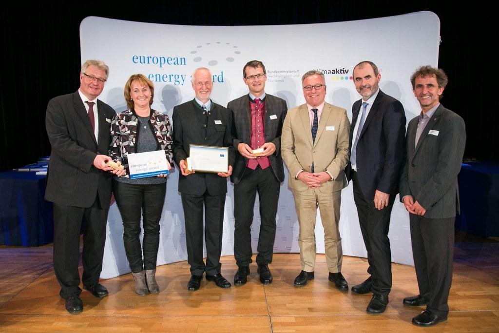 Die Marktgemeinde Grödig freut sich über den European Energy Award in Gold. Im B..