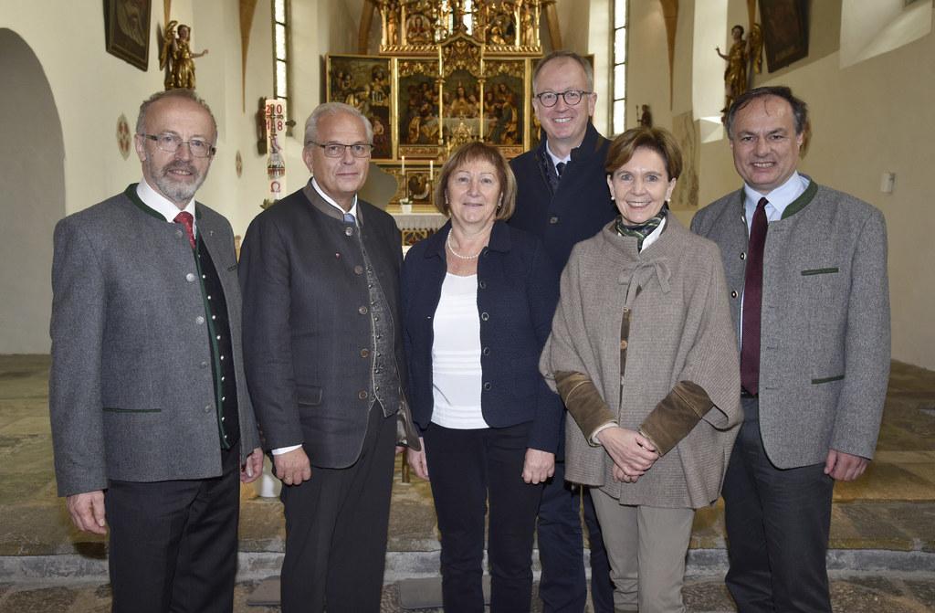 Die 7. Bildungswoche in St.Michael ist eröffnet: Pfarrer Matthias Kreuzberger, R..