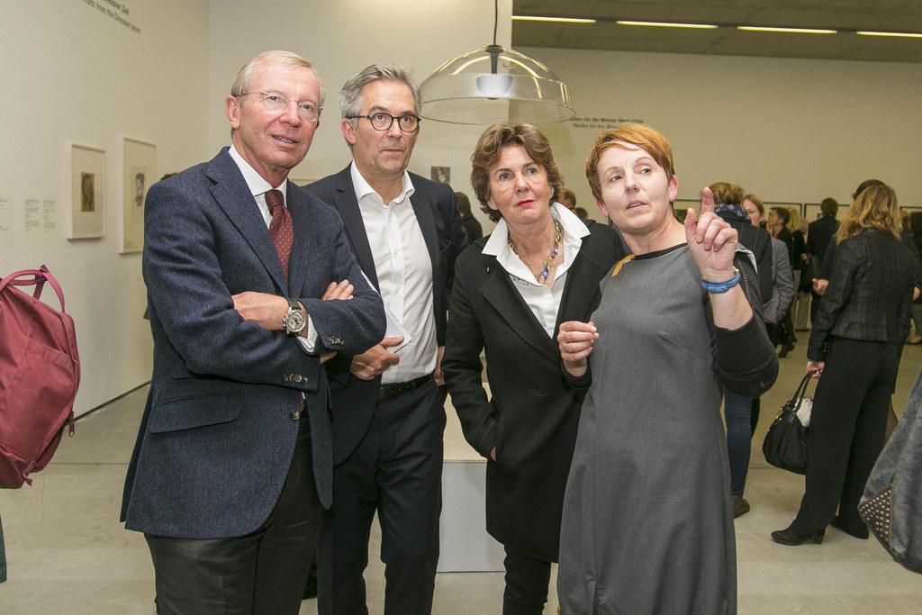 Die Oskar Kokoschka-Schau im Museum der Moderne Salzburg ist eröffnet. V.l. LH W..