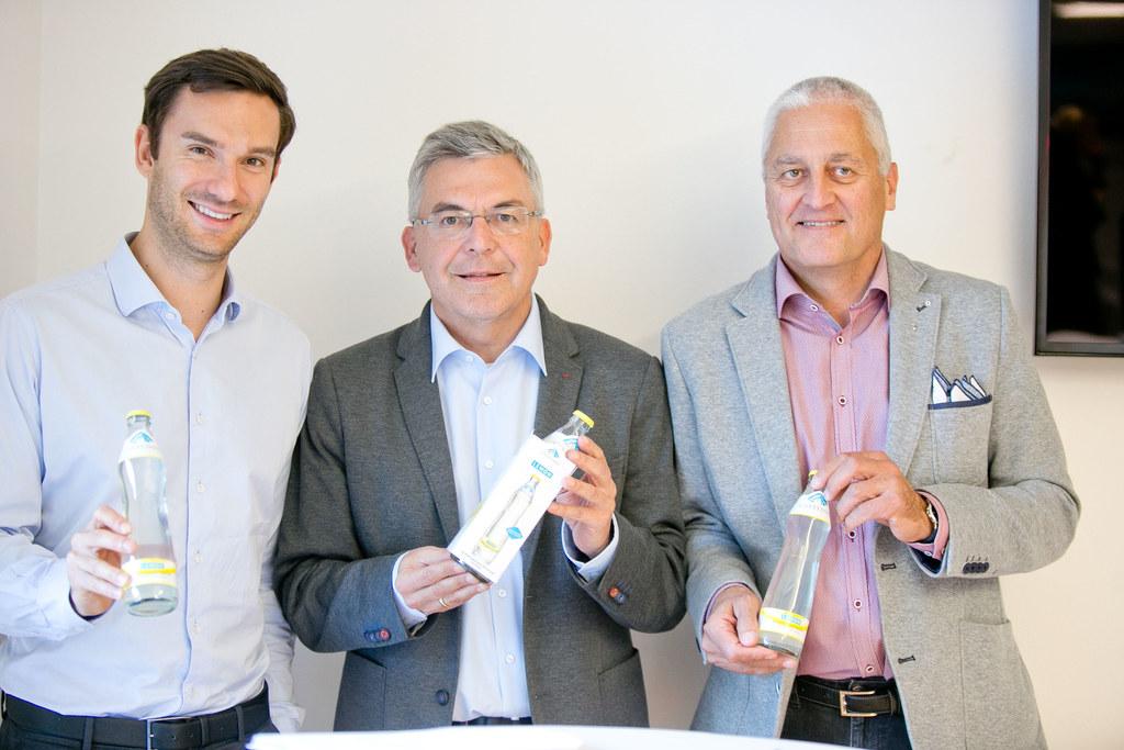 Betriebsführung bei Gasteiner Mineralwasser, im Bild: GF Walter Scherb, LR Josef..