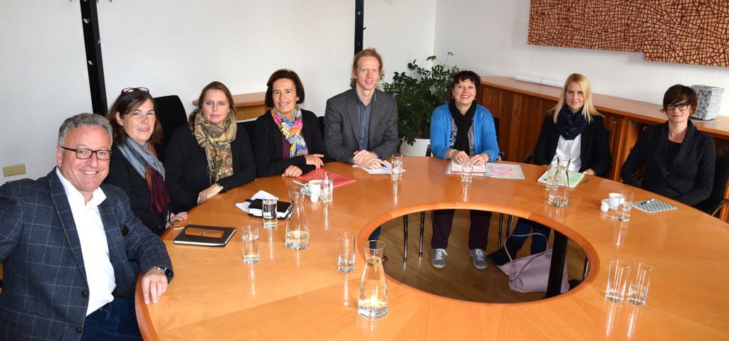 LH-Stv. Heinrich Schellhorn beim Treffen mit Susanne Hummel-Lirsch (Verein Neust..