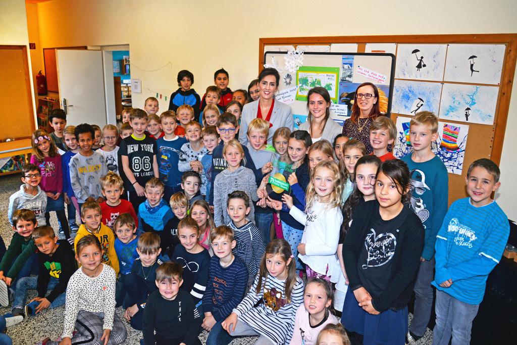 Schülerinnen und Schüler der VS Thumersbach freuen sich, künftig den Nationalpar..