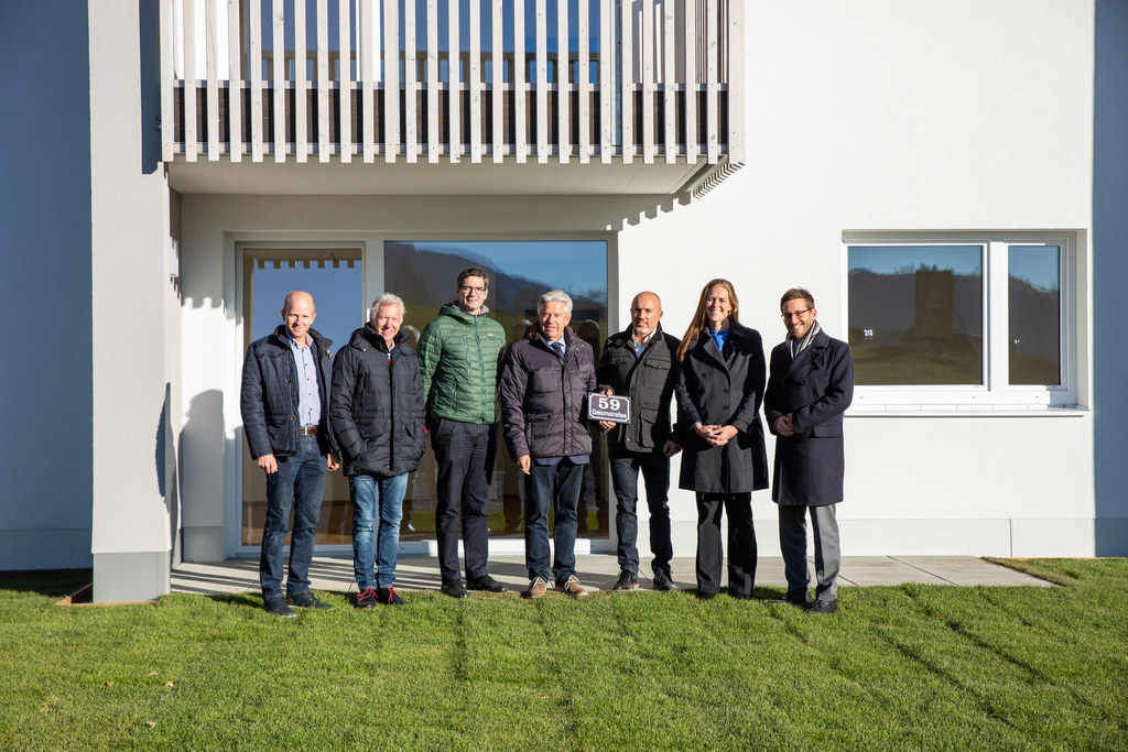 Landesrätin Andrea Klambauer bei der Wohnungsübergabe in Radstadt.
