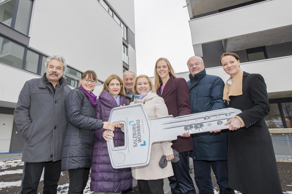 Wohnungsübergabe im Stadtteil Lehen im Bild: Architekt Wilhelm Lankmayer, LAbg. ..