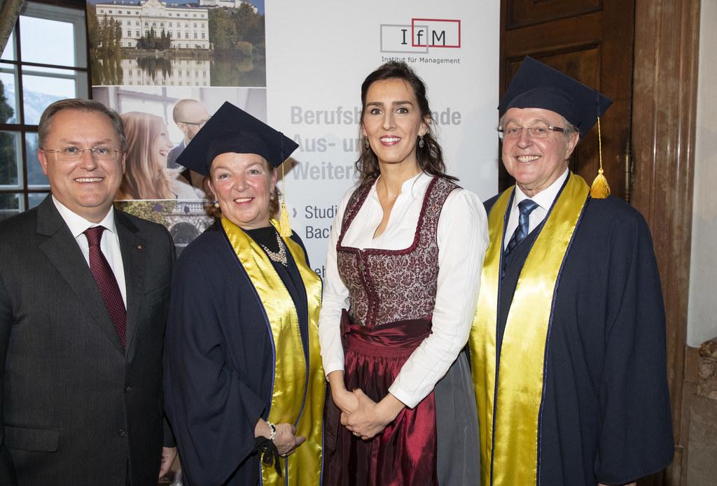 GF Wolfgang Reiger, Studiengangsleiterin Gabriele Hausmann, LR Maria Hutter und ..