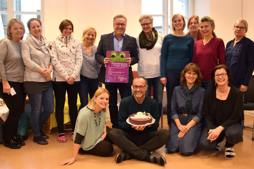 100 Jahre Elternberatung: Das Team der Elternberatung feiert mit Leiter Herbert ..