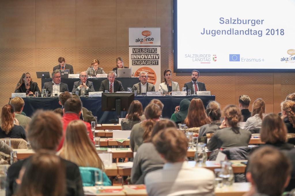 60 Jung-Abgeordnete widmeten sich beim Salzburger Jugendlandtag aktuellen Themen..