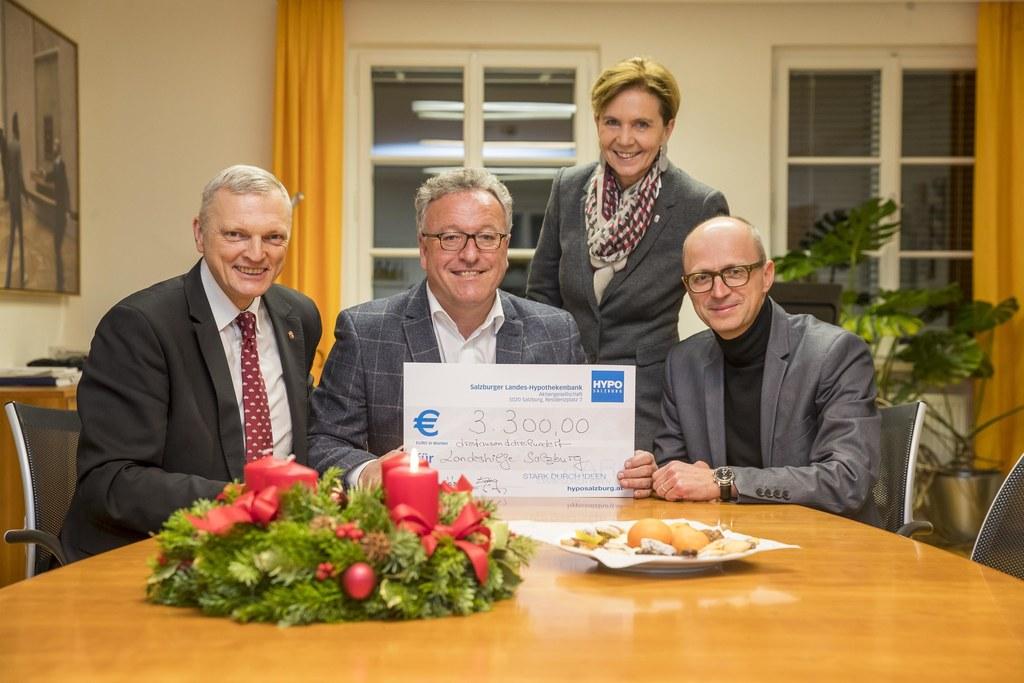 Scheckübergabe an die Salzburger Landeshilfe (im Bild von links): LAbg. Josef Sc..