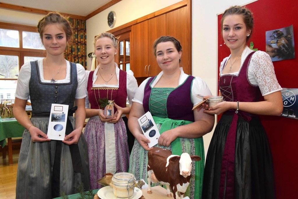 """Stolz präsentieren die Chefinnen von """"B.O.O.M - Best of our Milk"""