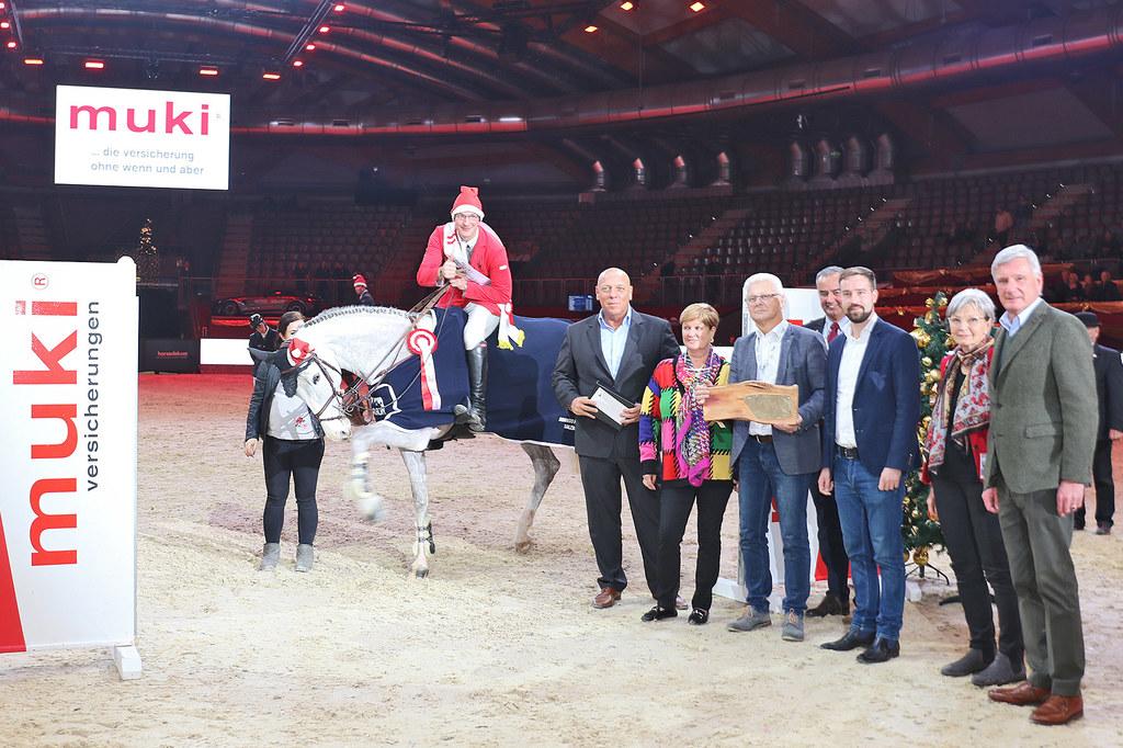 Grand Prix Sieger Tobias Meyer freute sich über die Glückwünsche von Josef Gölln..