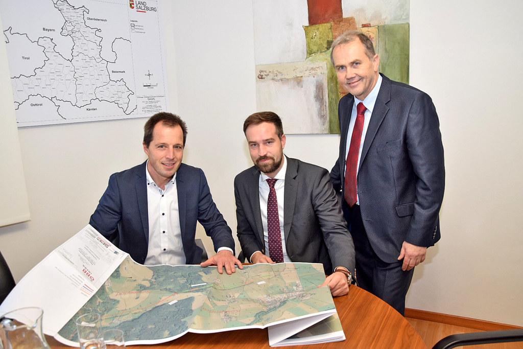Christian Höss (Projektleiter ÖBB), LR Stefan Schnöll und Bgm. Wolfgang Wagner (..