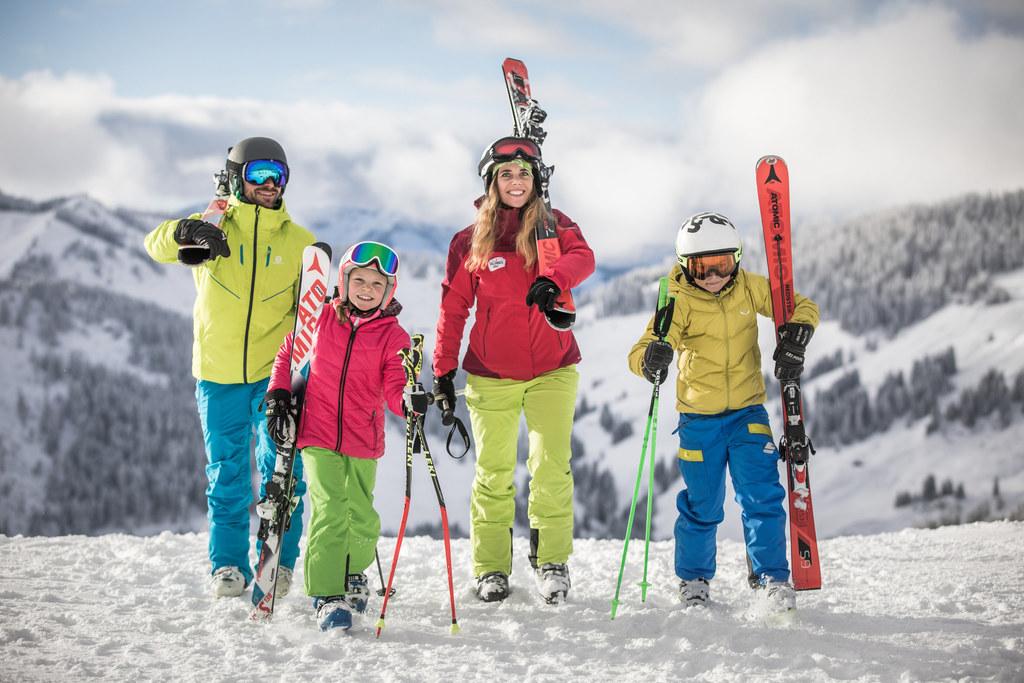 Auf ins günstige Skivergnügen mit dem Salzburger Familienpass.