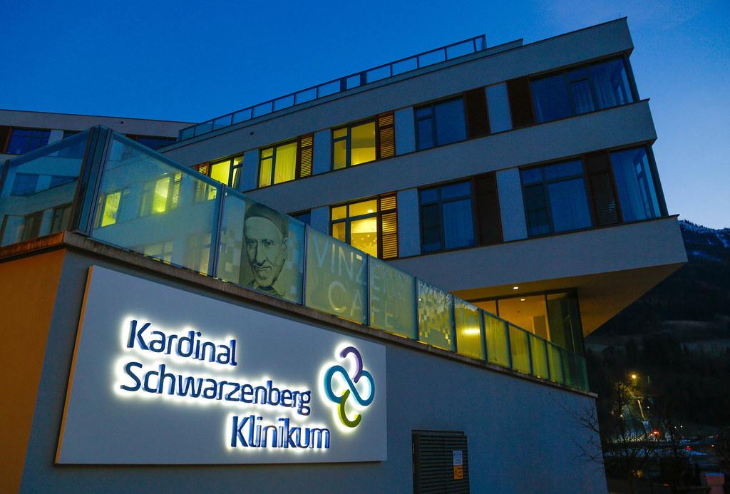 Sechs Patienten und drei Mitarbeiter wurden im Kardinal Schwarzenberg-Klinikum in Schwarzach positiv getestet.