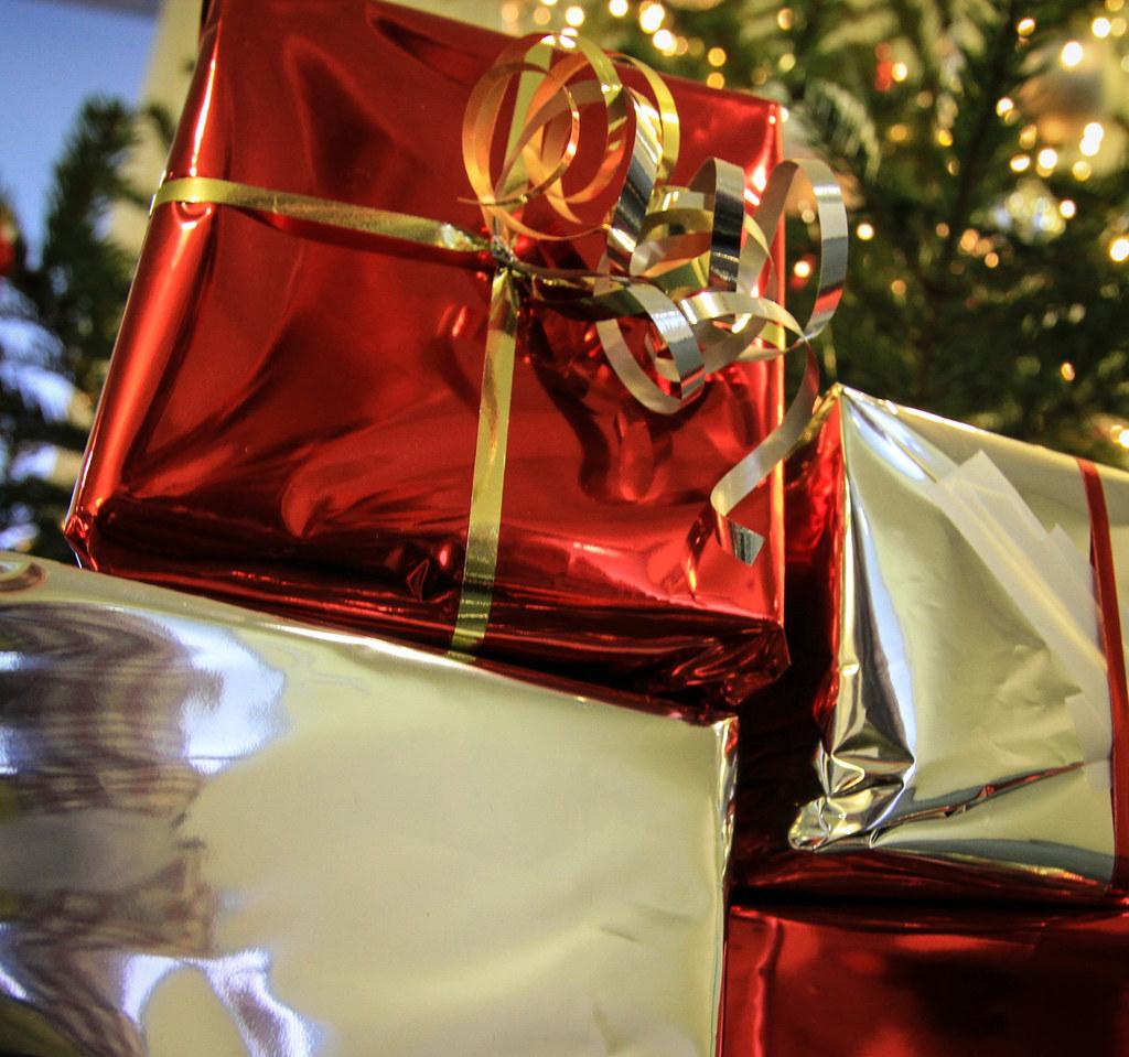 Weihnachtsgeschenke, die nicht gefallen oder passen, können bei einigen Sozialbe..