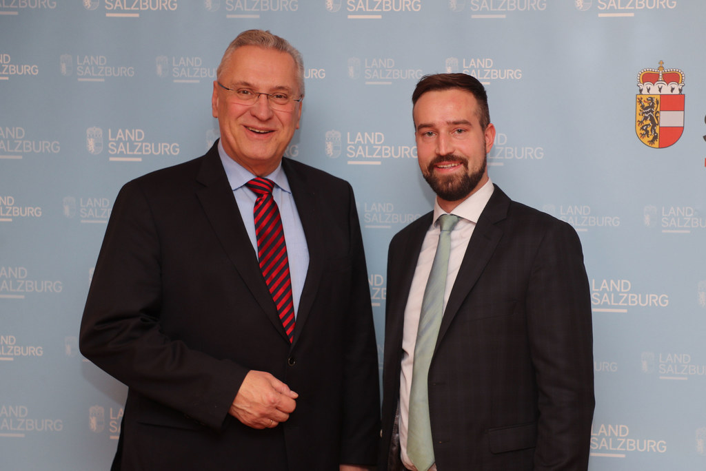 LR Stefan Schnöll (re.) und Bayerns Staatsminister Joachim Herrmann sind sich ei..