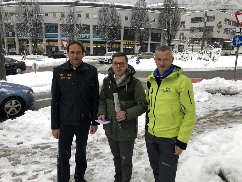Chefredakteur Franz Wieser mit Polizeisprecher Michael Rausch und Bernhard Niede..