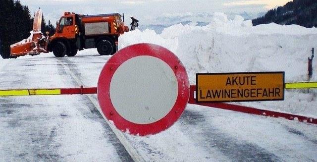 In Salzburg mussten aufgrund der Lawinengefahr einige Verkehrsverbindungen gespe..