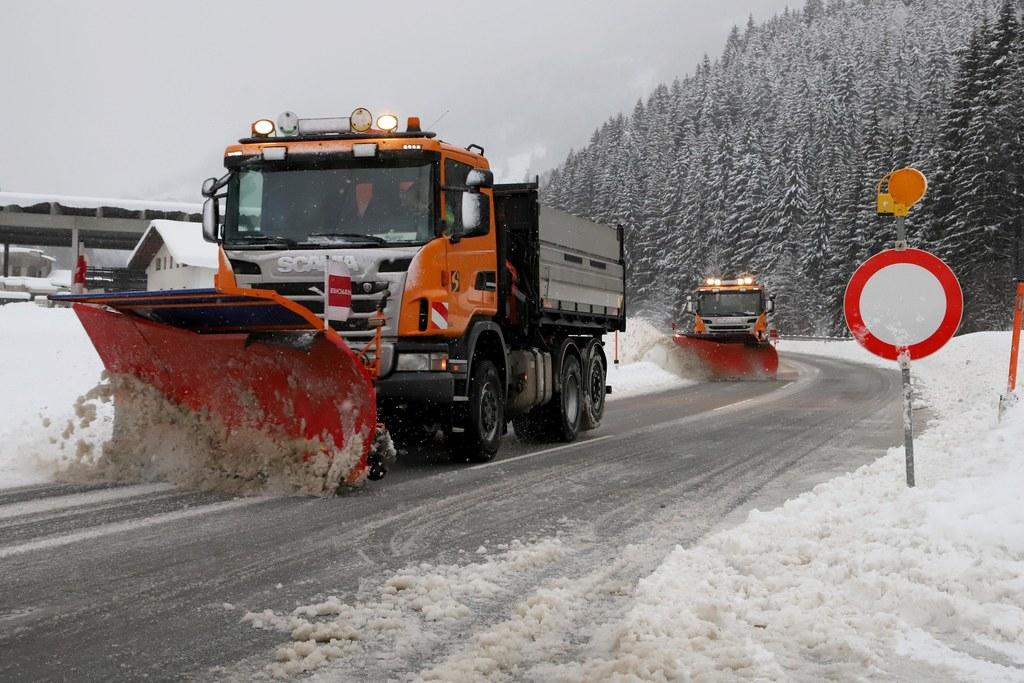 Die Schneepflüge und der Winterdienst des Landes Salzburg sind im Dauereinsatz. ..