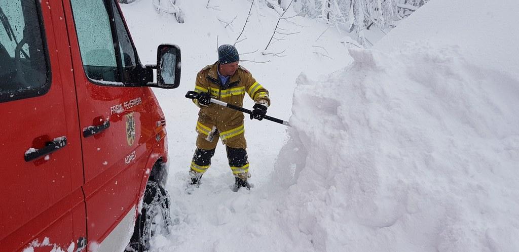 Das ganze Land schaufelt und kämpft gegen die Schneemassen. Auch morgen bleibt d..