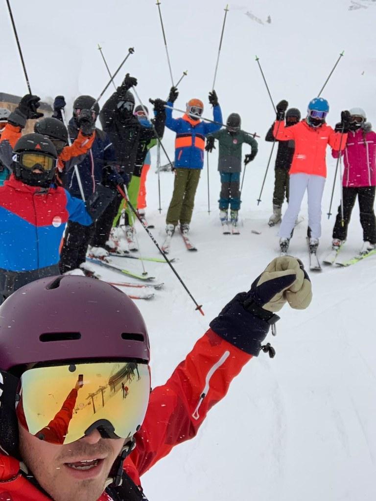 Auf den gesicherten Pisten ist Skibetrieb,  Gäste wie Einheimische gewinnen dem ..