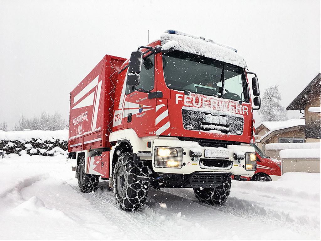 Wenn sie nicht gerade im Einsatz sind, brauchen auch Feuerwehrfahrzeuge Stellplä..