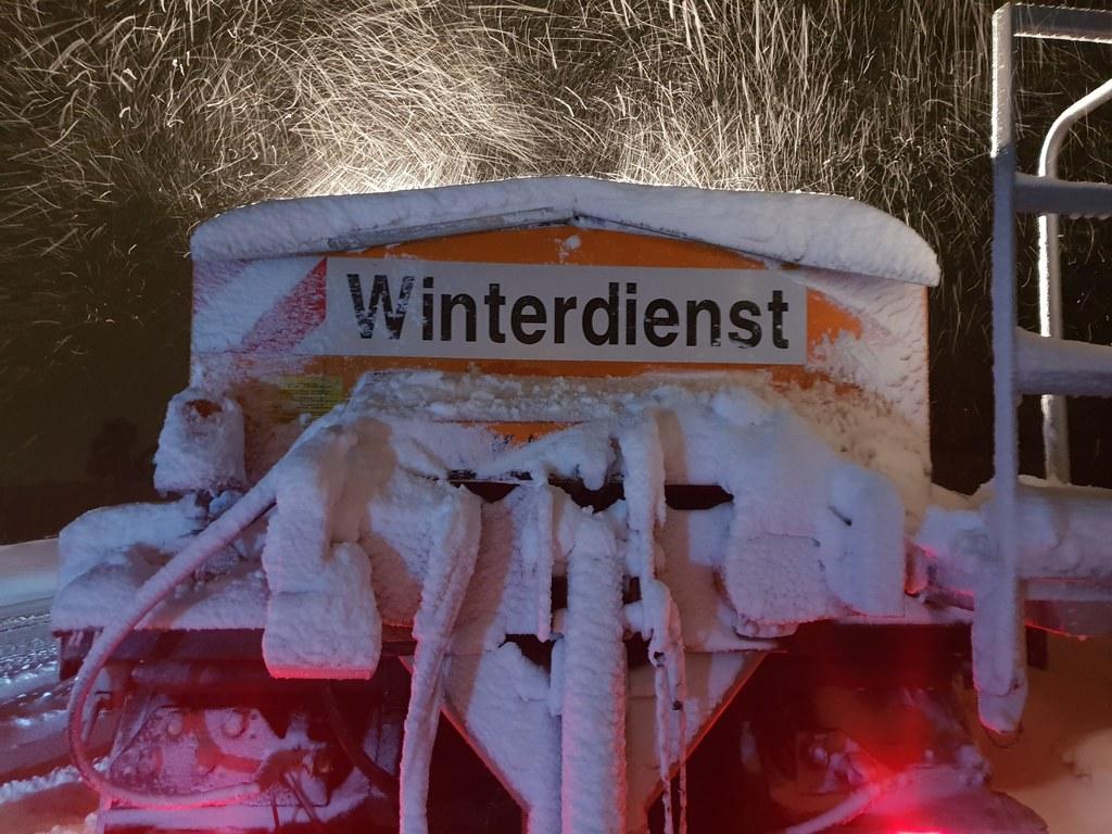 Die extremen Witterungsverhältnisse fordern auch dem Winterdienst des Landes Höc..