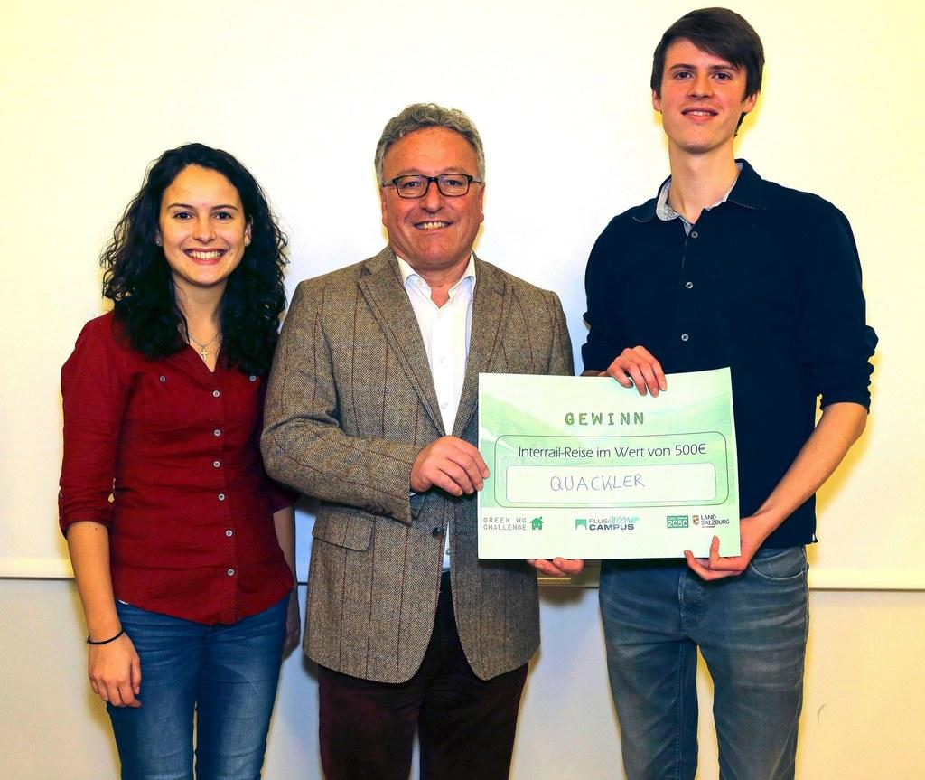 LH-Stv. Heinrich Schellhorn gratulierte Romy Burkhardt und Nicolai Schuler zu ih..