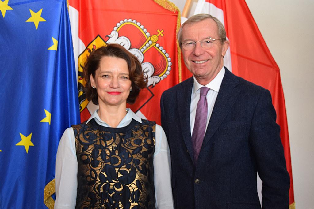 Die slowenische Botschafterin Ksenija Škrilec stattet LH Wilfried Haslauer ihren..
